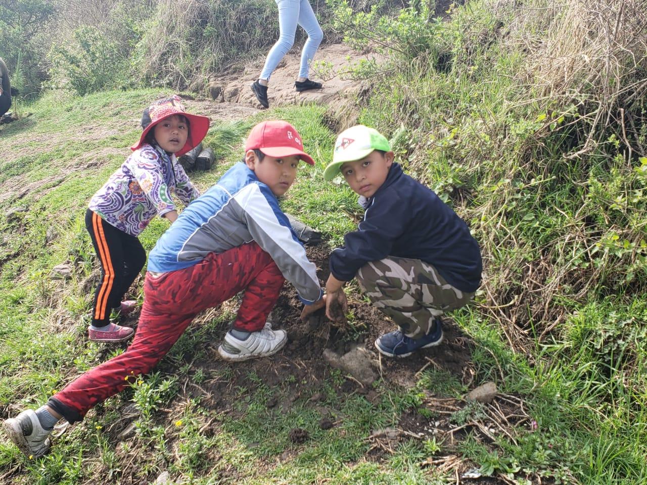 Calixtlahuaca se llena de vida con campaña de reforestación Juntos por una Capital Verde