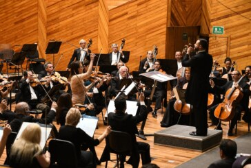 "Asisten mexiquenses a concierto de la OSEM en la sala ""Felipe Villanueva"""