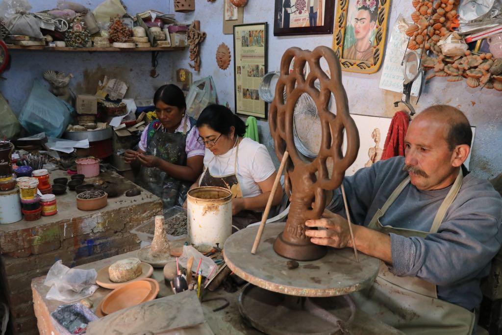 Enriquecen artesanos mexiquenses técnicas y visión artística con sus similares de Oaxaca y Chihuahua