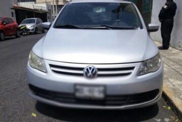 Arresta Policía de Toluca a dos por presunto robo de vehículo