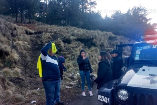 Rescatan policías estatales a personas extraviadas en el nevado de Toluca