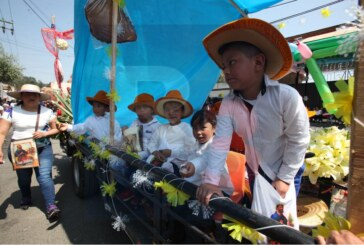 Se lleva a cabo el paseo de la agricultura en Metepec