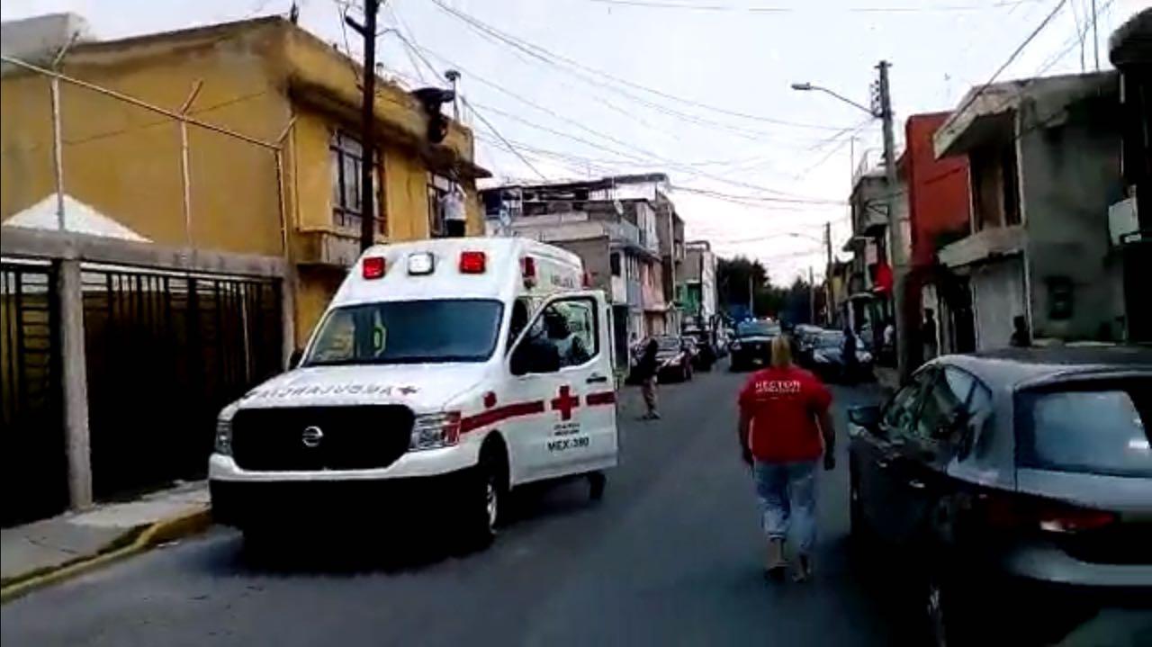 Una mujer se quería aventar al vacío, la rescata Cruz Roja y policía municipal