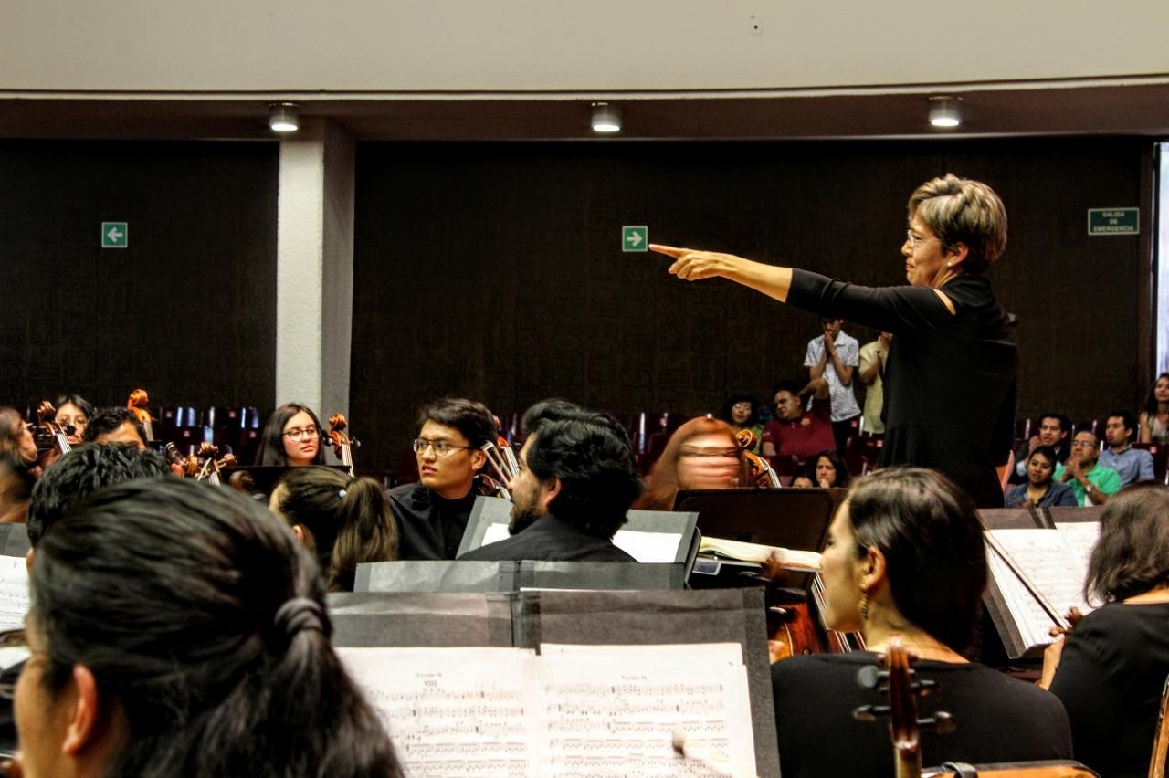 Interpreta Orquesta Filarmónica Mexiquense a Rachmaninoff y Tchaikovsky