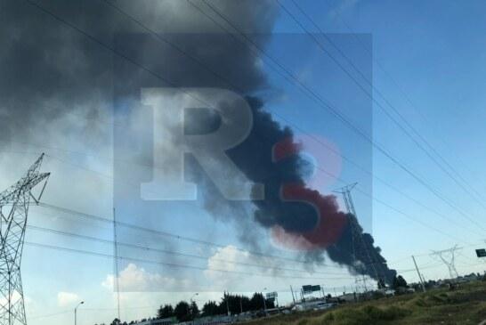 Arde un depósito de llantas en Zinacantepec