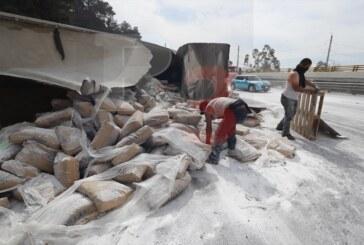 Tráiler sin frenos ocasiona severo accidente en la México Toluca
