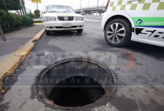 Denuncian el robo de una treintena de tapas en Tollocan y aeropuerto