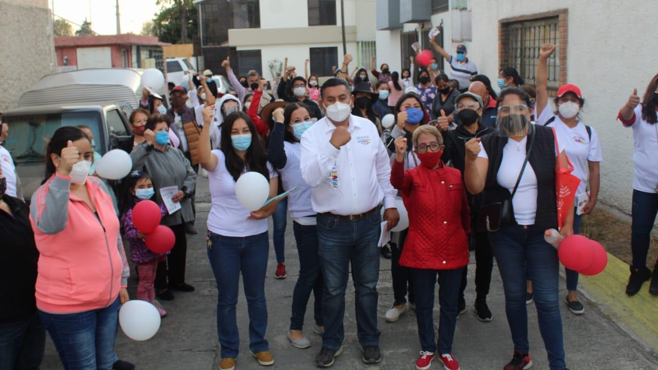 Recorre Braulio Álvarez Jasso calles de la zona norte de Toluca