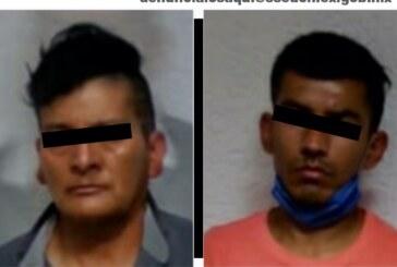 Secretaría de seguridad detiene a dos sujetos momentos después de haber despojado un vehículo con lujo de violencia