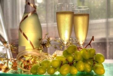 El año nuevo, las uvas y el brindis