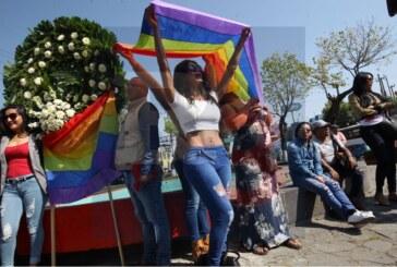 Llega la comunidad LGBTTI al hemiciclo a Juárez.
