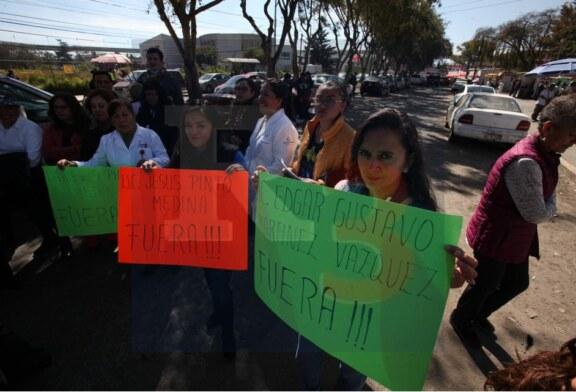 El gobierno federal no pago el bono sexenal a sus empleados, bloquean calles en protesta.