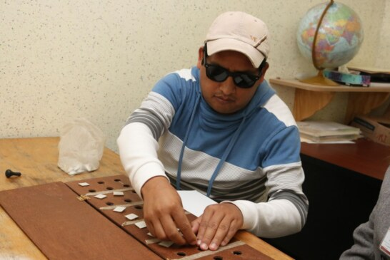 Clases de Braille devuelven esperanza a personas con discapacidad visual