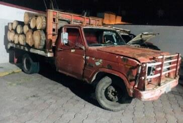 Localizan elementos de la secretaría de seguridad dos camionetas cargadas con madera al parecer producto de la tala clandestina