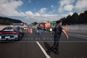 Gerardo Ruiz Esparza viola la ley al prohibir el libre tránsito de vehículos.