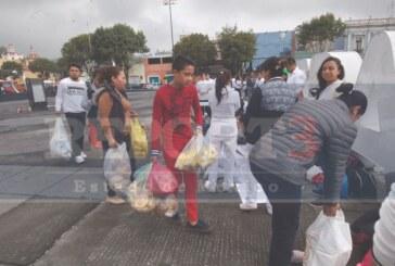 Cientos de Toluqueños se vuelcan a  ayudar por el sismo
