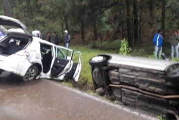 Impactan dos vehículos en la Toluca-Zitacuaro
