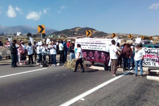 Bloquean autopista Tenango Ixtapan