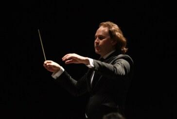 Debuta Christian Vásquez como director al frente de la orquesta sinfónica del Estado de México