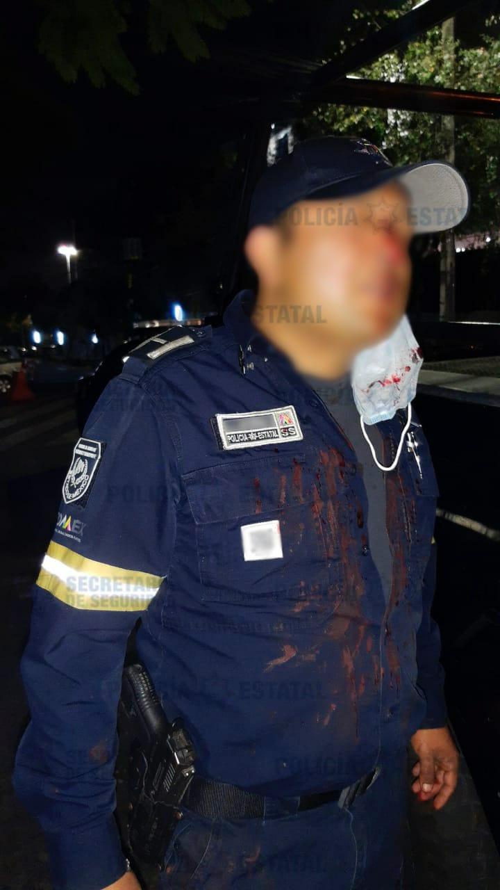 Agreden a policías y evitan la detención de cuatro probables responsables del robo de vehículo