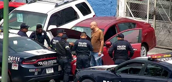 Cámaras de vigilancia del c5 detectan vehículo con placas sobrepuestas en lote de autos