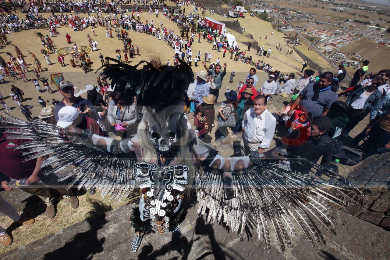 Acuden cientos de personas a la ceremonia del fuego nuevo