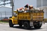 Exhortan a vecinos a no tirar basura sobre Paseo Tollocan