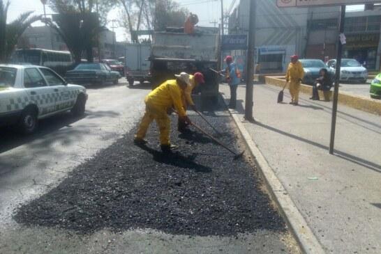 Continúa el trabajo permanente de bacheo en Toluca