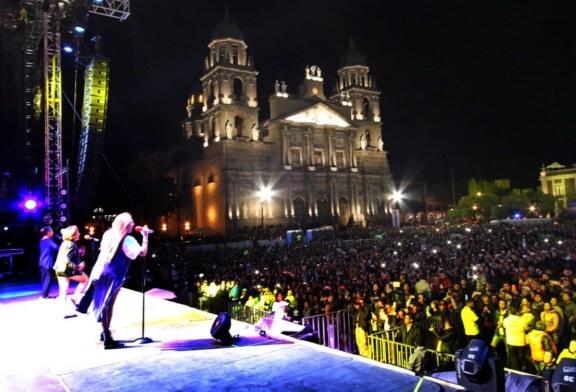 Más de 12 mil personas bailaron en la Plaza de los Mártires al ritmo de Celso Piña y de Flans