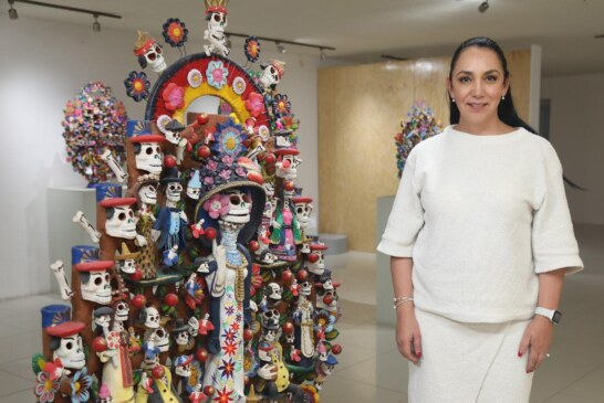 """Maestros artesanos de Metepec exhiben obras de arte en el certamen """"Catrinarte"""""""