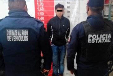Tras persecución elementos de la secretaría de seguridad detienen a probable delincuente por robar con violencia un vehículo