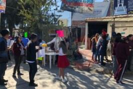 Estudiantes dejan los estudios y se dedican al comercio para comprar sus pupitres.