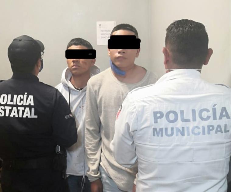 Policía de Metepec asegura a dos miembros de banda dedicada al robo de joyerias