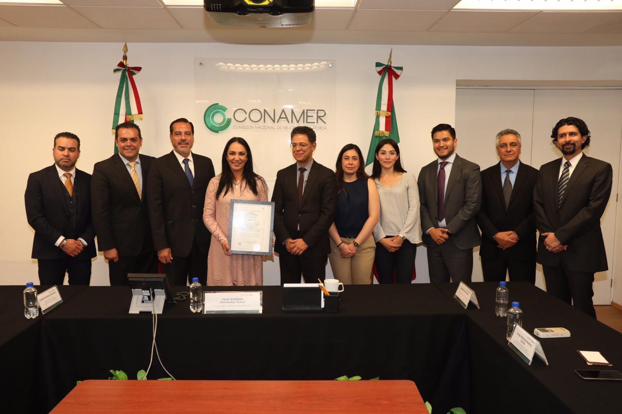 Recibe Gaby Gamboa reconocimiento de la Comisión Nacional de Mejora Regulatoria
