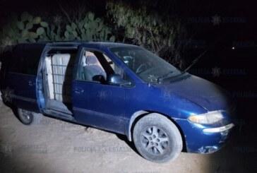 Localizan cuatro vehículos abandonados con más de dos mil 400 litros de hidrocarburo robado.