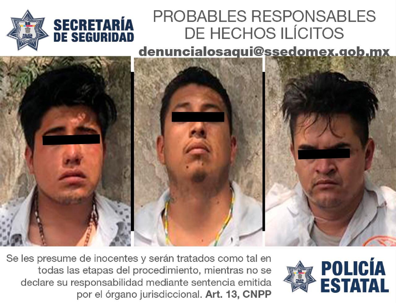 Elementos de la policía estatal detienen a cuatro sujetos luego de robar una tienda departamental.