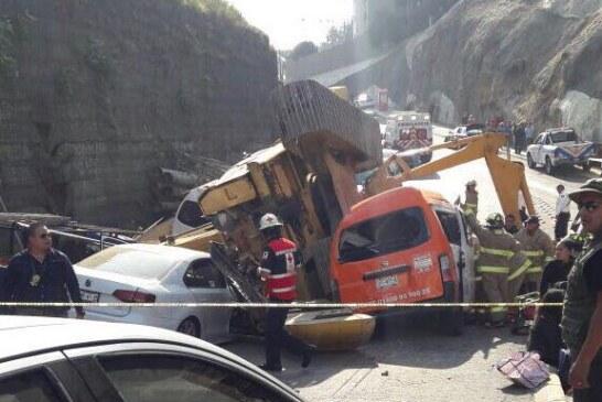 Lamenta GEM y atiende a víctimas de accidente en obra vial  en Huixquilucan