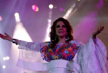 Deleita con su voz Guadalupe Pineda en el festival de las almas