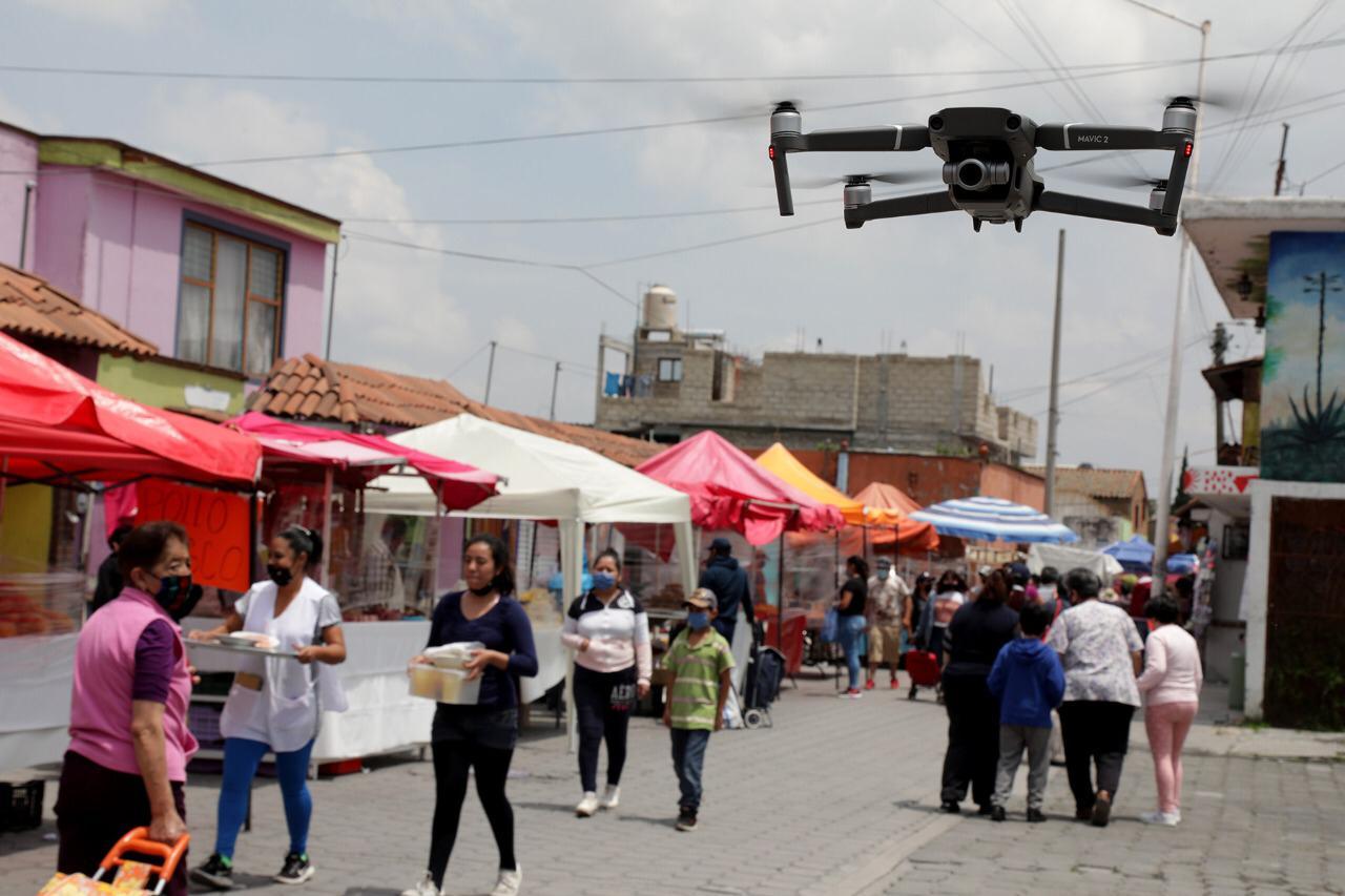 En tianguis de Metepec refuerzan autoridades cumplimiento de medidas de sanidad
