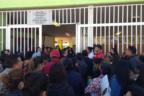 Suspenden clases en escuelas de Toluca y se les olvida informarles a los maestros