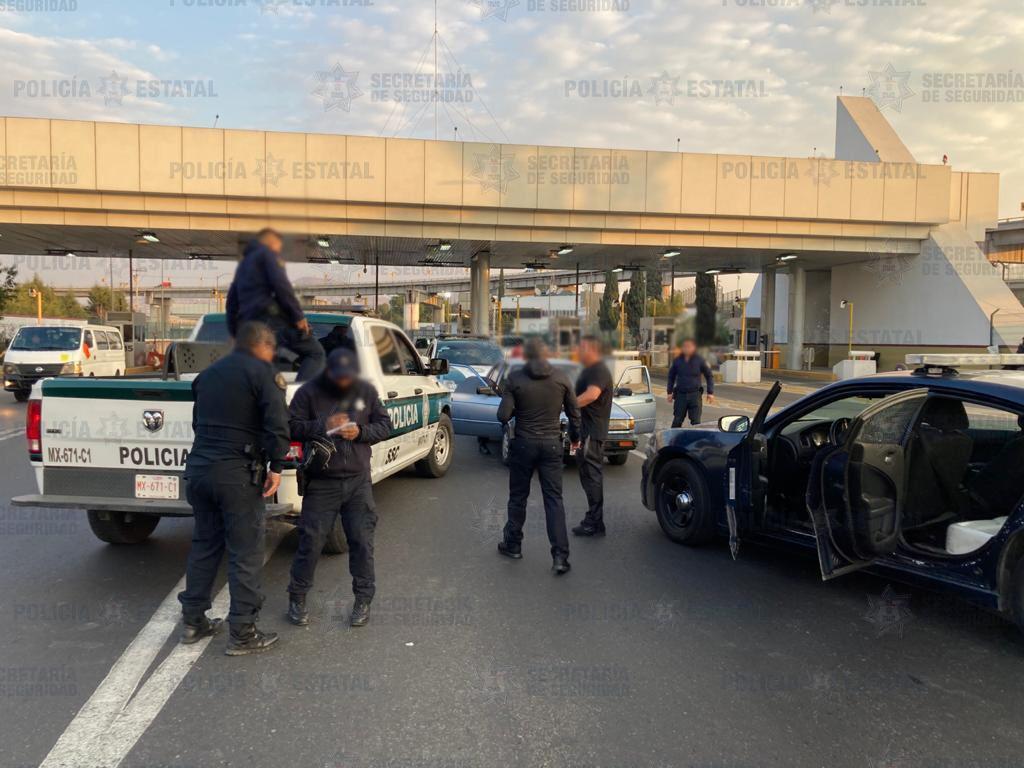 Detienen a dos hombres posibles responsables de robo de vehículo