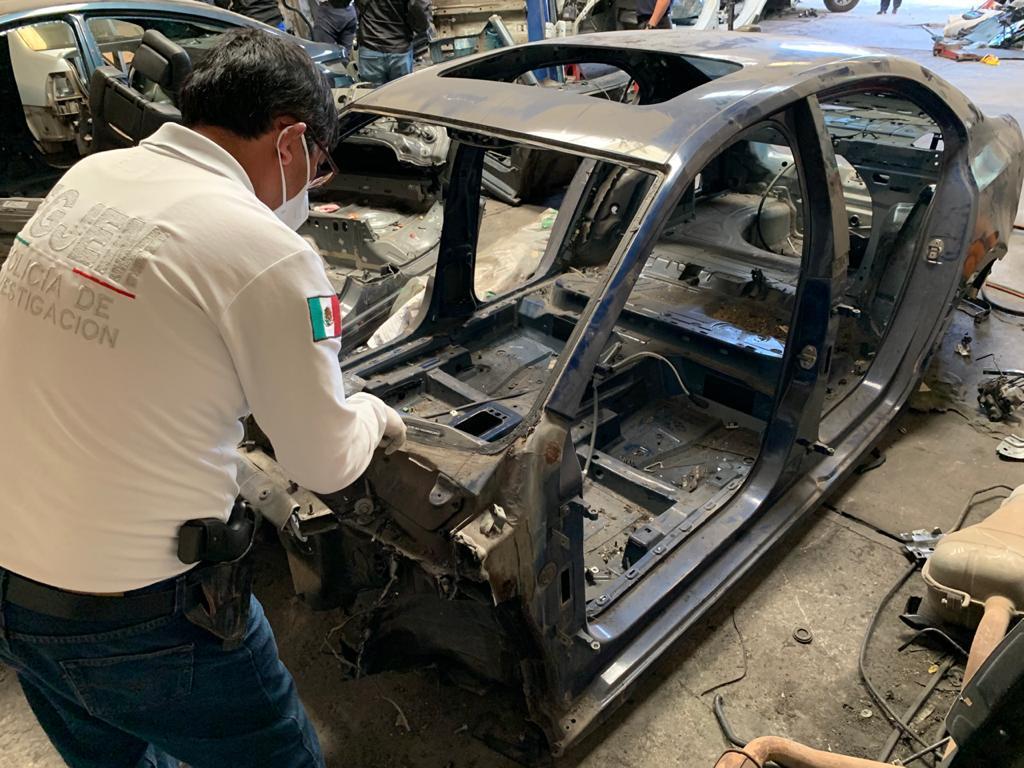 Recuperan seis vehículos con reporte de robo y dos toneladas de autopartes, durante cateo en inmueble de Ecatepec