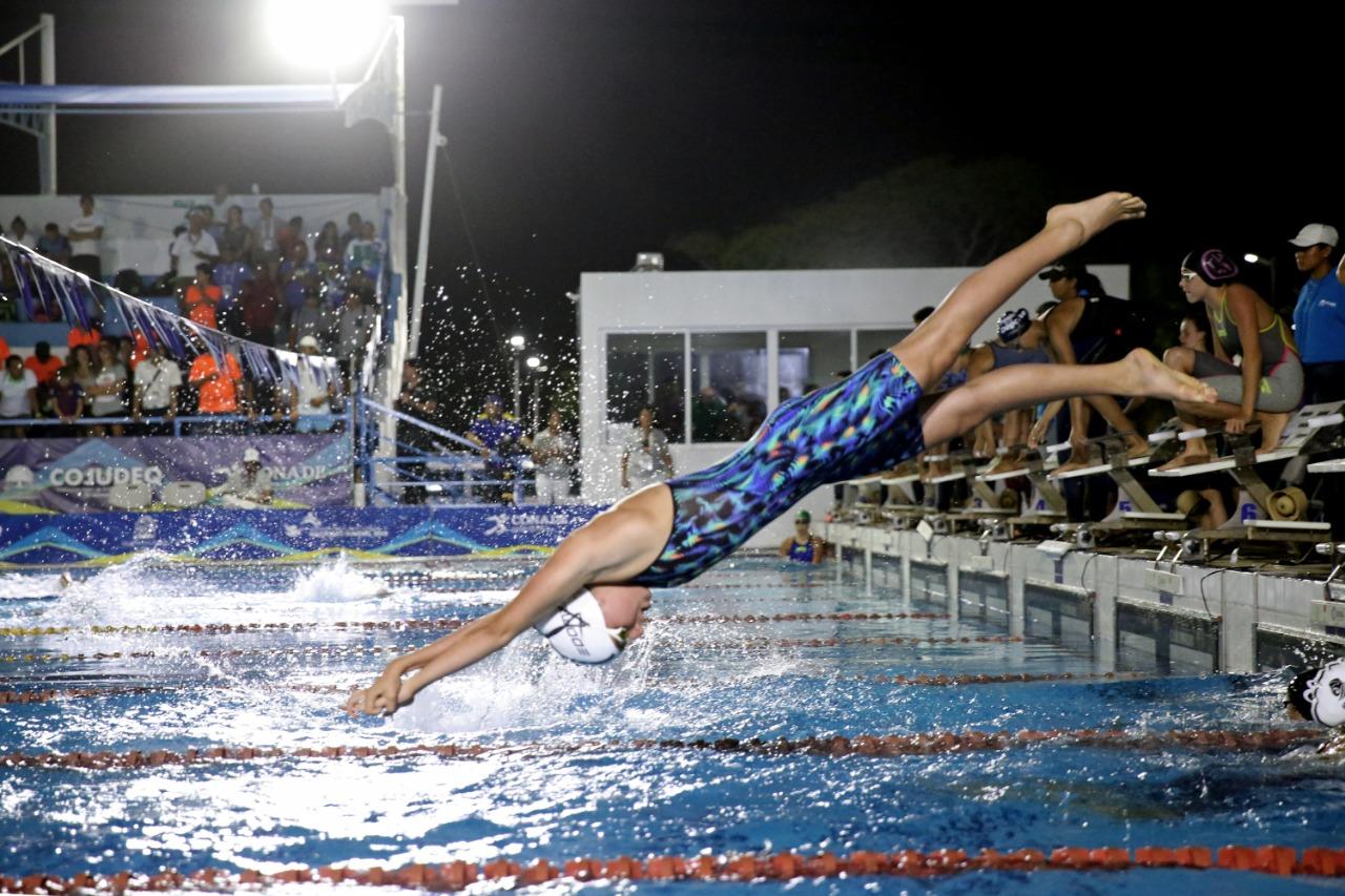 Brilla la mexiquense Athena Meneses en aguas de la olimpiada nacional
