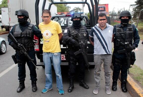 Captura Policía de Toluca a dos presuntos delincuentes dedicados al robo a cuentahabiente