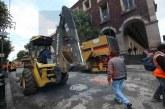 Repavimentan Juárez a pleno día y cuando más tráfico generan.