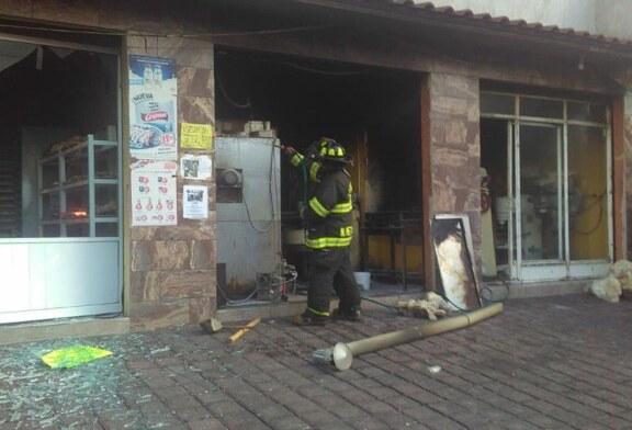 Atienden bomberos de Toluca flamazo en Santa María Totoltepec