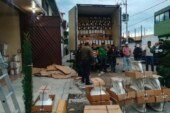 Detienen a ocho sujetos que descargaban mercancía presuntamente robada de un tráiler