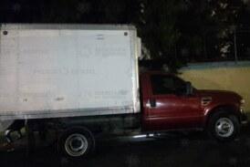 Localizan abandonado vehículo de carga momentos después de haber sido robado