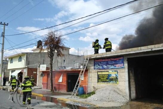 Sofocan bomberos de Toluca incendio al interior de establecimiento en San Pedro Totoltepec