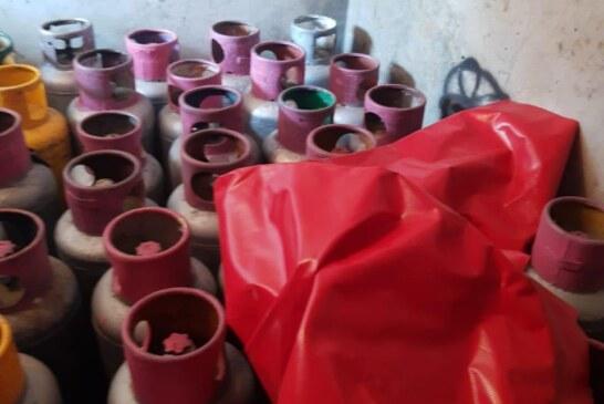 Catean inmueble en Tlalnepantla donde recuperan un vehículo y 54 cilindros de gas lp